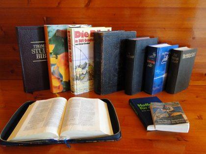 bible-104786_640