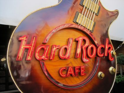 hard-rock-cafe-653782_640