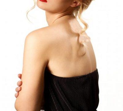 背中のぶつぶつ跡が気になる!皮膚科に行くべき?