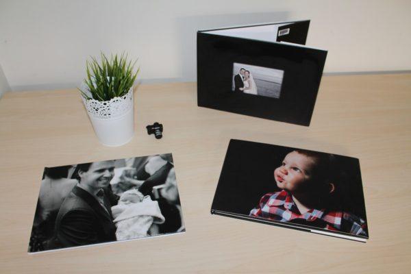 えなこりんの写真集の値段は?グッズの種類や通販で購入する方法!