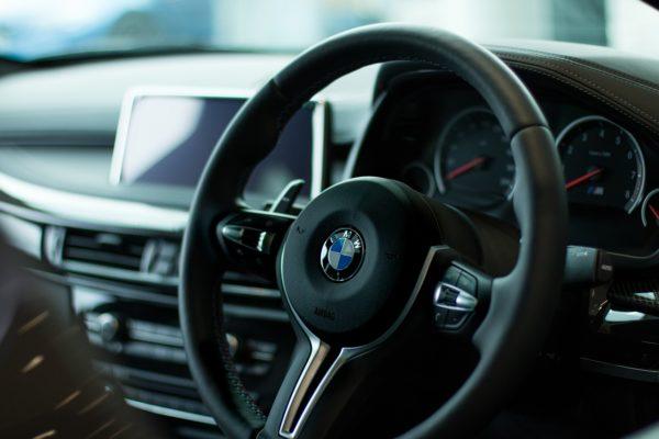 マンション経営の経費で自動車関連の費用や税金は計上できる?