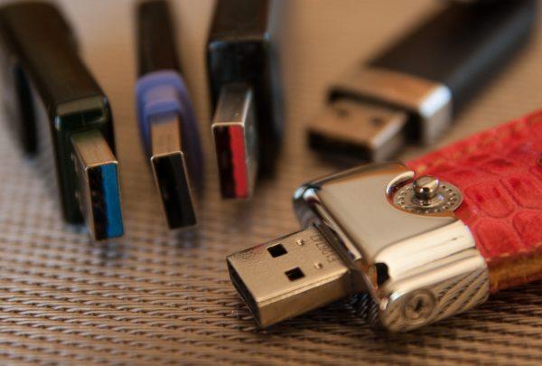 USBは何の略?意味が違うUSBメモリの略し方が要注意なワケ!