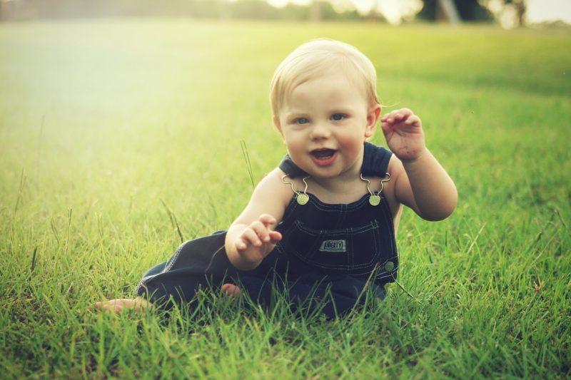 赤ちゃんがハイハイできる遊び場