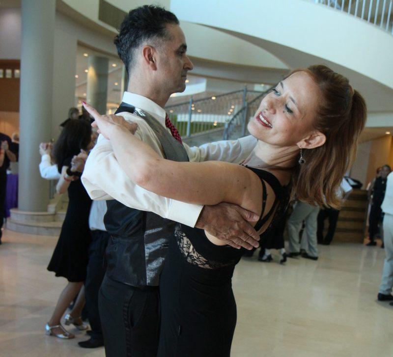 社交ダンスを習いたいけど始める年齢やメリットが気になる!