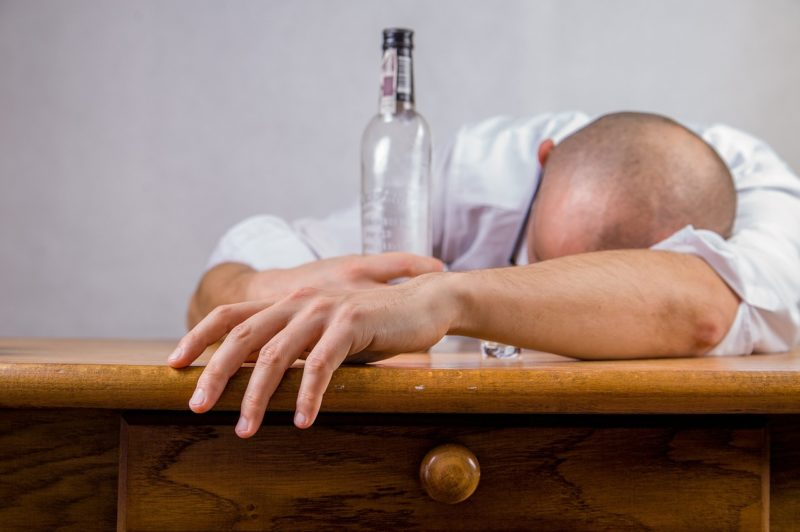 二日酔いの治し方/ためしてガッテンでも紹介された頭痛や吐き気を止める方法
