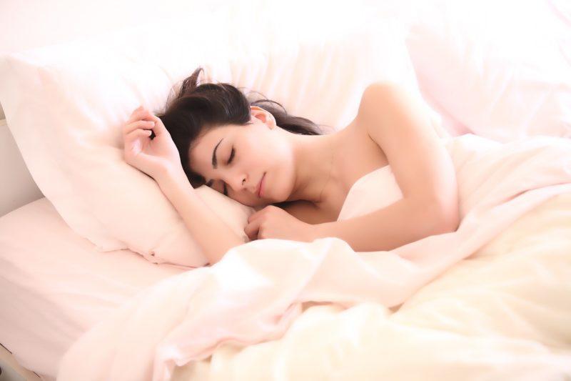 熱帯夜が続く夏の快眠方法!エアコンなしでも対策できる?