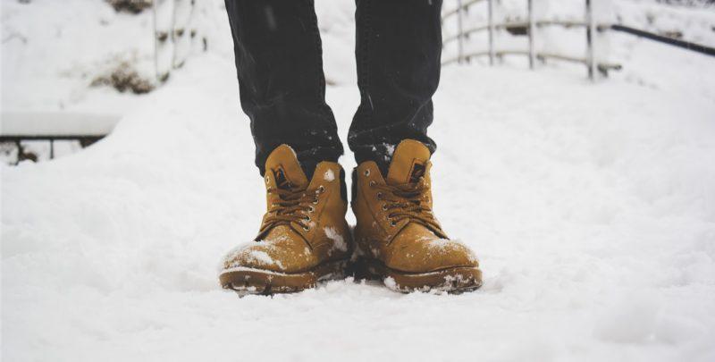 雪でも滑らない靴