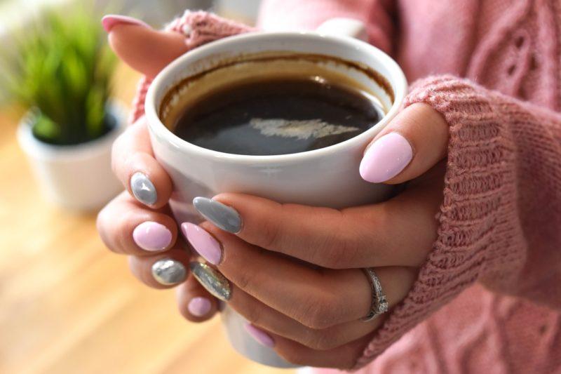 寝る前に飲むと「睡眠の質」に良い飲み物と飲んではいけない物は?