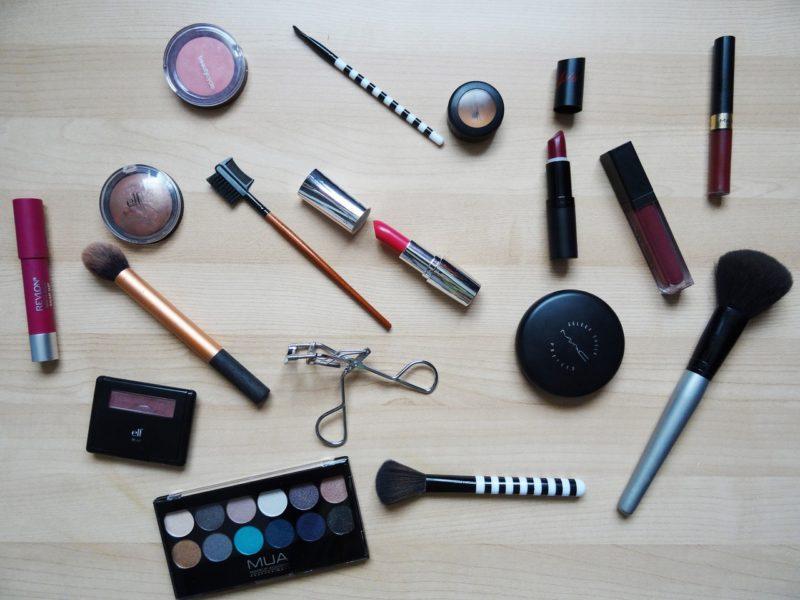 化粧品の使用期限はなぜ非表示?未開封と開封後で期限は違う?
