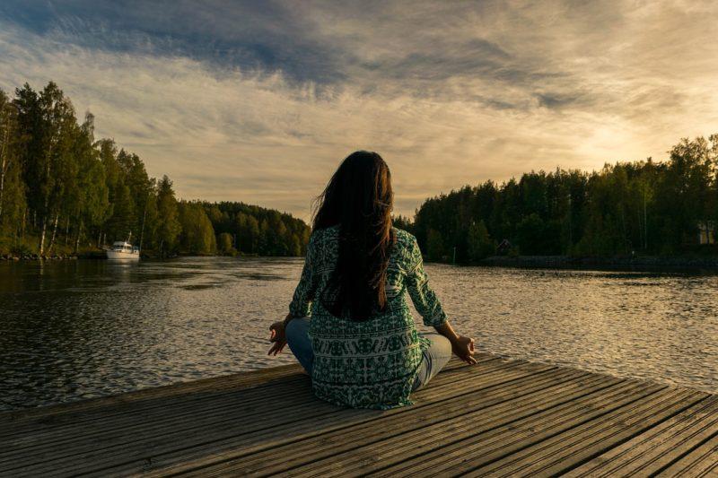 瞑想スタジオの料金や場所はどこ?利用者の口コミや評判を調査!